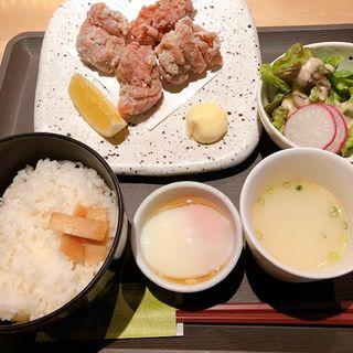 もも肉竜田揚げ定食(室町 ハラカラ)