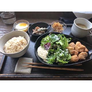 大山鶏の胡麻味噌唐揚げ(spile (スパイル))