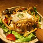 くんせいタラコと揚げゴボウ温玉のポテトサラダ(ひぐらし )