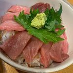 マグロ丼(上)