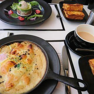 とろとろ卵のポークラグーラビオリ トリュフチーズグラタン(マーサーブランチ テラスハウス東京)