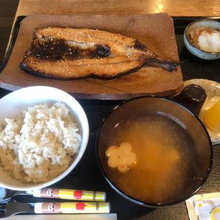 ひもの定食 (700円ひもの代)