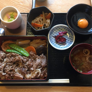 国産牛すき焼き丼ランチ(あづま )