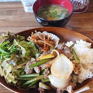 牛肉とニンニク芽のオイスターソース炒め(casual dining bar SHELTER (シェルター))