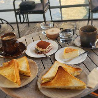 ティラミス チーズケーキ サンドウィッチ(モトコーヒー (MOTO COFFEE))