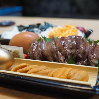 雲丹とホタルイカの丼(泳ぎいか・ふぐ・いわし・大阪懐石料理・遊食遊膳 笹庵 (ささあん))