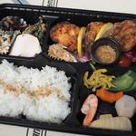 麹漬け唐揚げと九品目の野菜弁当'(テイクアウト)