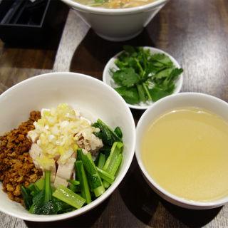 海南鶏飯(ハイナンチキンライス)(木蘭米粉麺店 マグフォー)