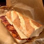 辛くないイベリコ豚チョリソとチーズのサンド( AUPA (アウパ))