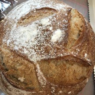 天然酵母のライ麦パン