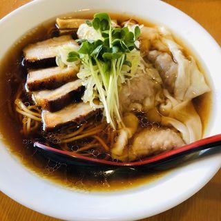 黒ワンタン チャーシュー麺(中華そば カリフォルニア)
