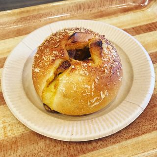 豚角煮のカレーパン