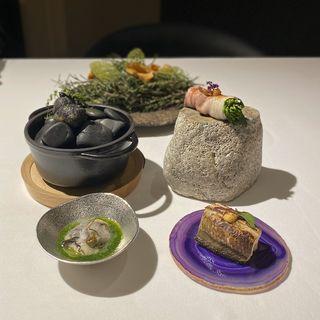 ガレット、野菜の肉巻き、イカスミコロッケ、バージンオイスター、穴子(ラ・ヴァガボンド (LA VAGABONDE))