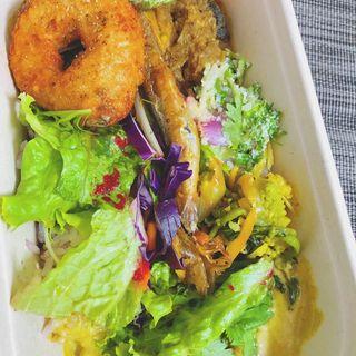 全部のせカレー☆豚ハラミのスリランカカレーとホタテのココナッツカレー