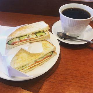 トーストサンド サーモン&チーズ(カフェドクリエ 御徒町駅南口店 (cafe de crie))