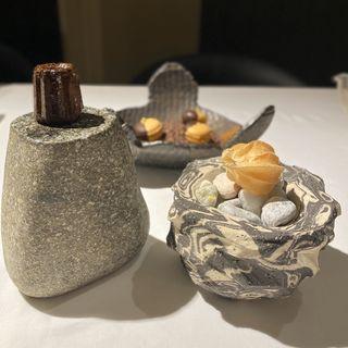 茶菓子(キンカンのマカロン、カヌレ、鬼灯)
