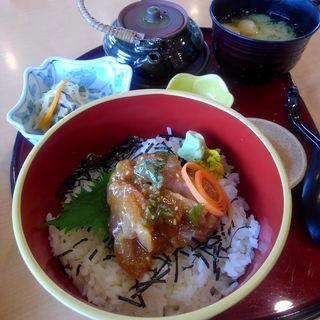 白身魚の特製胡麻だれ丼(なっぱはうす )