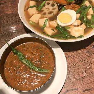 ニラとニンニクの芽と豆腐の薬膳カリー(SoupCurry ATMAN)
