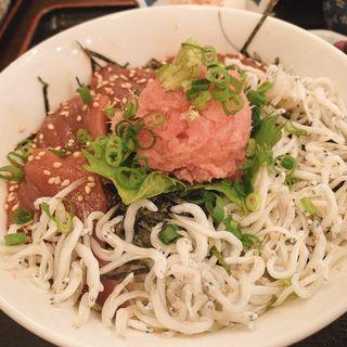 三色丼と牛肉コロッケ(肴・田久美 )