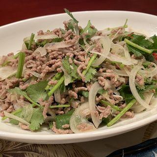 豚挽肉のタイ風サラダ(居酒屋おかちゃん)