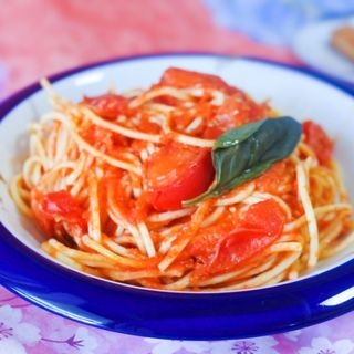 フレッシュトマトとバジルのトマトソーススパゲッティ(MAKIBI)
