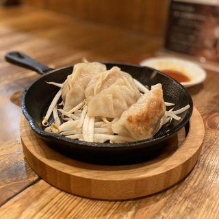 ハンバーグ屋の肉汁餃子(4個)(食笑 mogni (モグニ))