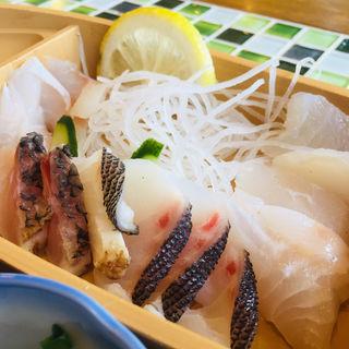 黒之瀬戸海峡の朝獲れ魚のお造り