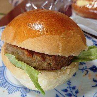 ハンバーガー(カフェ&ベーカリー スモモハウス)