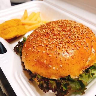 アメリカンチーズバーガー(ポテト・ナゲット付)