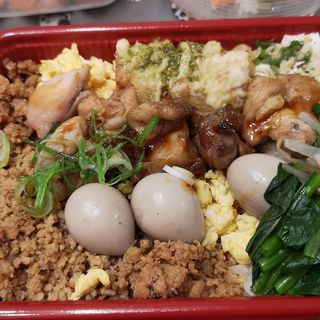 焼鳥とそぼろのお弁当(上野毛 魚光)