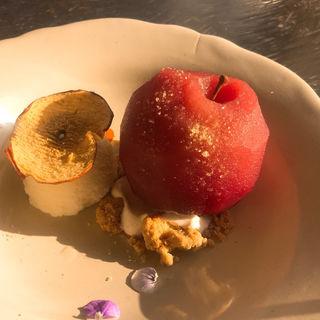 丸ごとりんごコンポートのデザート(コマグラカフェ)