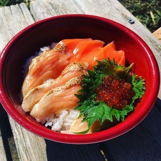 寿司屋のサーモン丼