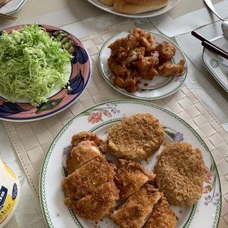 コロッケ、梅しそハサミ揚げ、唐揚げ(ミート&デリ セキ )