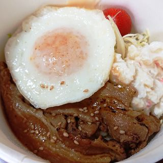 豚しょうが焼き丼(Cafe & Bar Vamos)