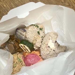 黒米入り有機玄米おにぎり弁当