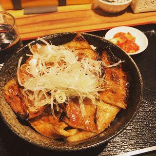 松坂豚カルビ丼(帯広炭火焼豚丼 豚吉)
