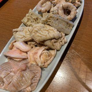 豚五種盛り(炭火焼ほるもん てっぽう)