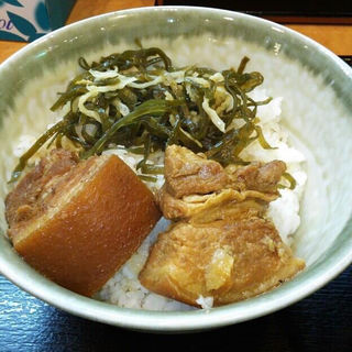 ラフティ丼(沖縄そば やんばる (おきなわそば・やんばる))