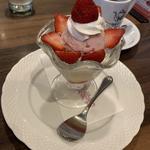 苺のショートケーキパフェセット(星乃珈琲店 マーブルロード店)