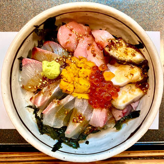 スペシャル海鮮どんぶり(田舎茶屋)