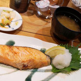 鮭の甘塩焼き