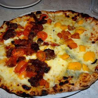 クアトロフォルマッッジのアレンジと牛肉のナポリ風煮込みのメタメタ(ピッツエリア エ トラットリア ダ イーサ)