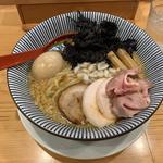"""""""得""""製背油醤油らー麺(焼きあご塩らー麺たかはし 銀座店)"""