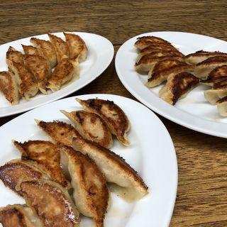 餃子(ふつう、にんにく、チーズ)