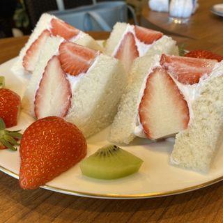 季節のフルーツサンド(カフェ サブヒロ (CAFÉ SabuHiro ))