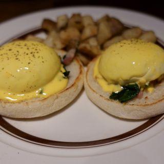 エッグスベネディクト(ポテト付)(Eggs 'n Things 銀座店)