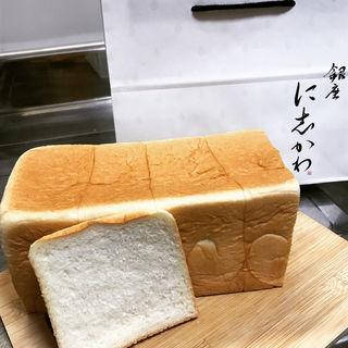 水にこだわる高級食パン(銀座に志かわ 自由が丘店)
