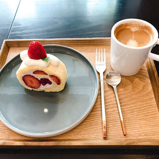 苺のロールケーキ(メゾン ド フルージュ (maison de frouge))