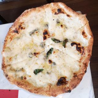 クアトロフォルマッジ(4種類のチーズ)にみかんの蜂蜜添え(ペルテ (Perte unicasede))