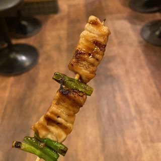 串焼き マグロとニンニクの芽たれ焼き(魚串さくらさく 神保町店 )